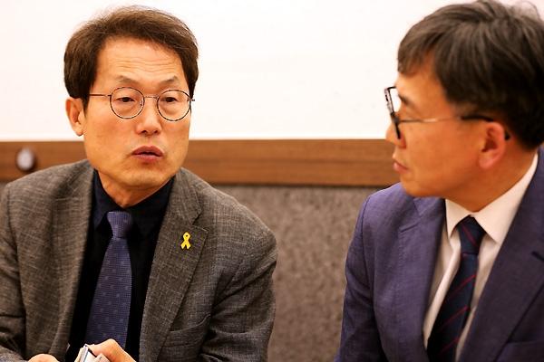조희연 교육감과 기자(김철관 한국인터넷기자협회장)