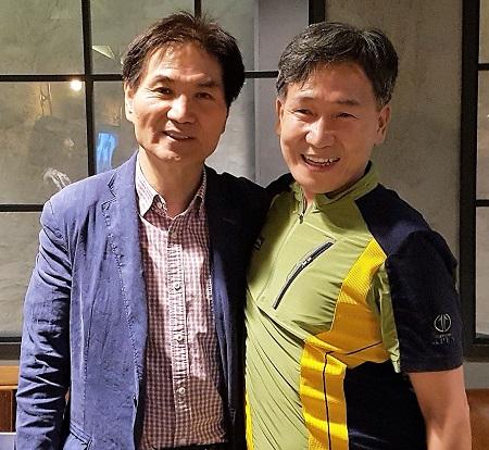 이용선 청와대 시민사회수석(좌)과 김철관 한국인터넷기자협회장이다.