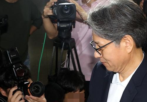 지난달 업무상 횡령 혐의로 경찰 소환된 담철곤 회장