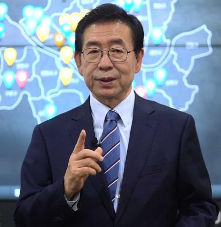 30일 오후 4시 프레스센터에서 열린 한국인터넷기자협회 창립 16주년 기념식 및 시상식에서 박원순 서울시장이 영상 축사를 하고 있다.