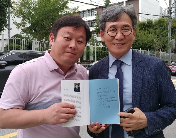 안진걸 민생경제연구소장(좌)과 김철관 한국인터넷기자협회장