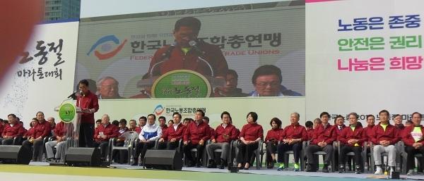 김주영 노총위원장이 대화사를 하고 있다.