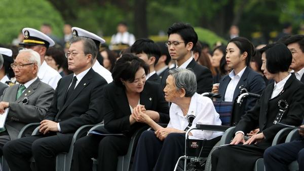 현충일 추념식에 참석한 문재인 대통령과 김정숙 여사 / 사진 청와