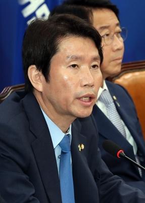 13일 오전 서울 여의도 국회에서 열린 더불어민주당 정책조정회의에서 이인영 원내대표가 발언하고 있다./ 사진 = 뉴시스