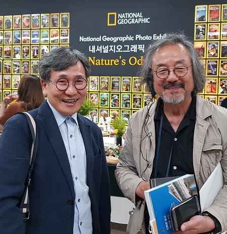 탤런트 촤동환 교수와 김철관 한국인터넷기자협회장이다.