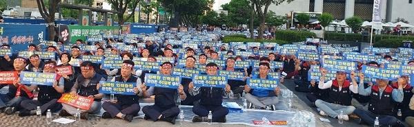 지난 6월 7일 전국우정노조 서울지방본부 광화문 정부청사 앞 결의대회 모습이다.