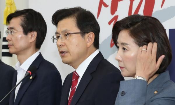 황교안 자유한국당 대표가 15일 기자회견을 자청해 '일본에 특사를 파견하라'고 청화대 압박 수위를 높였다. / 사진 뉴시스