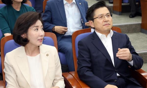 자유한국당 나경원 원내대표, 황교안 대표 (왼쪽부터) / 사진 뉴시스