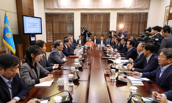 문재인 대통령이 22일 수석 비서관·보좌관 회의를 주재했다. / 사진 뉴시스