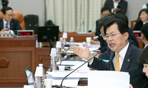 자유한국당 이만희 원내대변인 / 사진 뉴시스