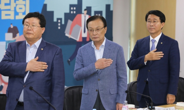 설훈 더불어민주당 최고위원 (맨 왼쪽) / 사진 뉴시스