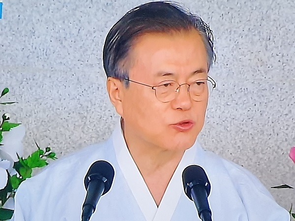 문재인 대통령이 광복절 74주년 경축사를 하고 있다(KBS캡쳐)