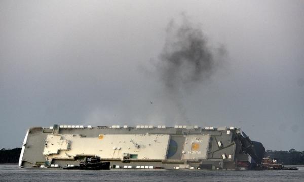 미국 남동부 조지아주 해안에서 전도된 현대글로비스 소속 차량운반선 골든레이 호 / 사진 = 뉴시스