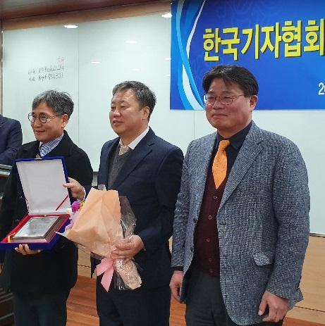 좌로부터 김철관 한국인터넷기자협회장, 정규성 한국기자협회장, 오정훈 전국언론노조위원장이다.