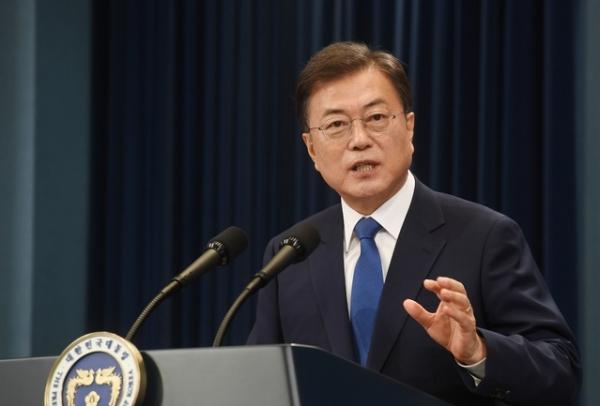 문재인 대통령이 10일 청와대 춘추관 대브리핑실에서 취임 3주년 특별연설을 하고 있다. ⓒ뉴시스