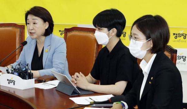 심상정 정의당 대표가 14일 서울 여의도 국회에서 열린 의원총회에서 발언하고 있다.